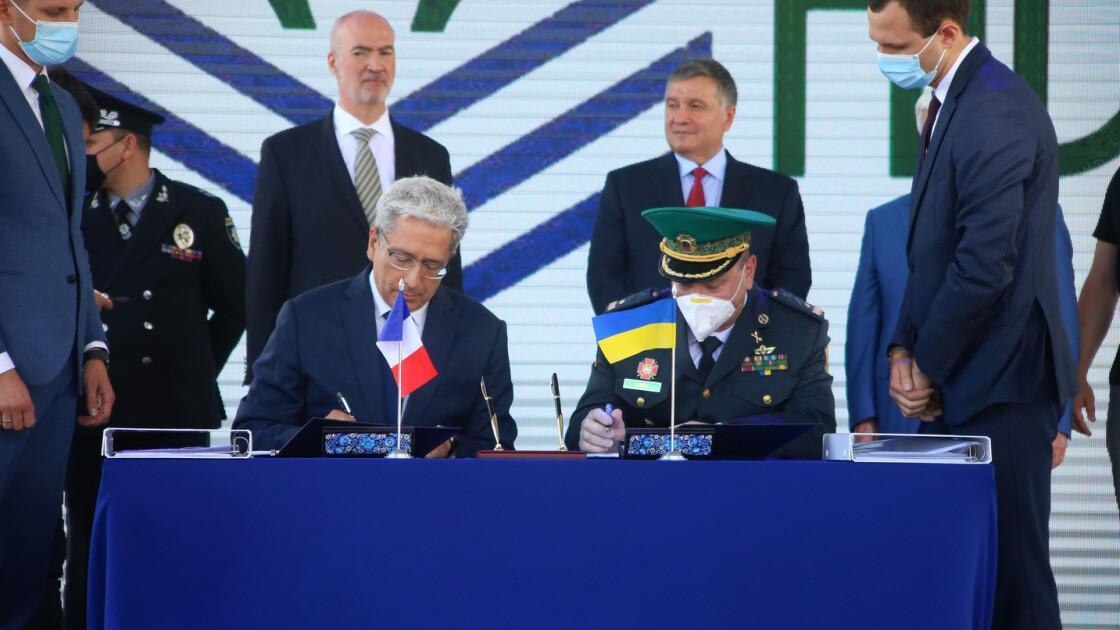 """Украинская компания """"НИБУЛОН"""" и французская компания ОСЕА подписали договор о строительств патрульных катеров /"""