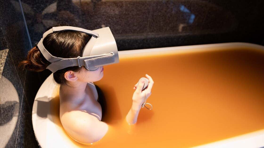 Японские курорты с горячими источниками загружают на YouTube видеоматериалы, которые можно просматривать с помощью VR-гарнитур у себя дома в ванной