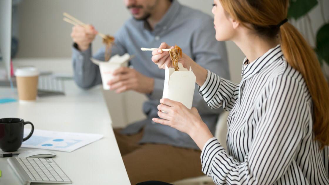 Когда лапша быстрого приготовление — единственно возможный вариант горячего обеда, ей будут рады и «белые воротнички» / Shutterstock