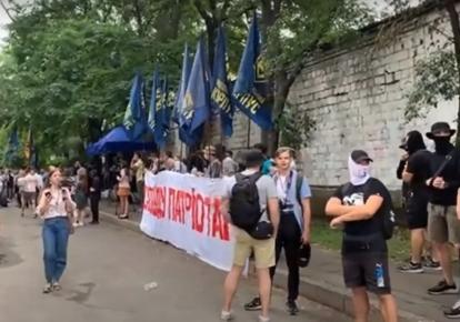 """Представники """"Нацкорпусу"""" пікетують будівлю Шевченківського райсуду"""