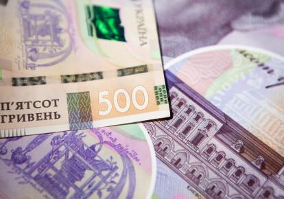 На даний момент облігації внутрішньої позики купують або держбанки, або банки, які отримують під це рефінансування