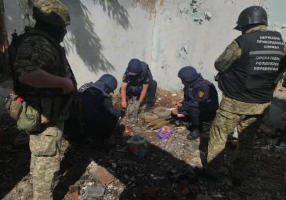 У закинутій будівлі знайшли схрон з боєприпасами
