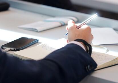Чиновники будут сдавать экзамены по украинскому языку
