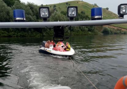 ГСЧС спасла семь человек, лодка которых вышла из строя