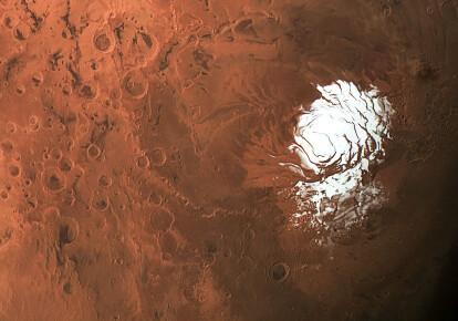 Нові дані радара з орбітального апарату Mars Express припускають, що можливе озеро в 1,5 км під льодом на південному полюсі Марса (показано) оточене басейнами з рідкою водою/ESA/DLR/FU BERLIN/CC BY-SA