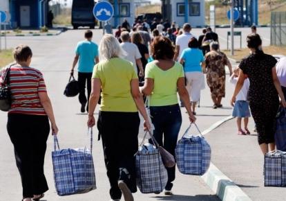 Жителі ОРДЛО везуть з Росії буквально все: соняшникову олію, яйця, м'ясо, вершкове масло, молоко тощо/delo.ua