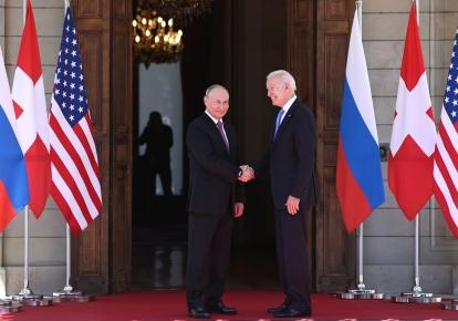 Президент Росії Володимир Путін і президент США Джо Байден під час зустрічі в Женеві