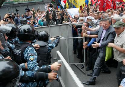 Столкновения между правоохранителями и участниками мовного майдана, июль 2012. Фото: EPA/UPG