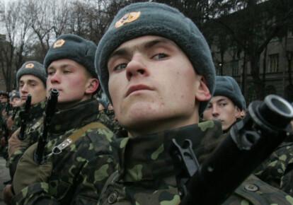 Порошенко поздравил украинских военных