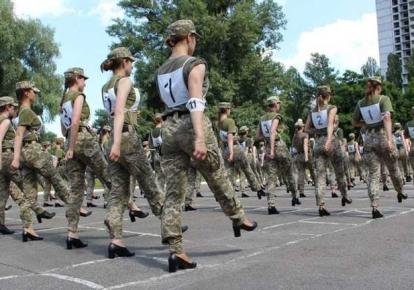 Тренировка женщин-военнослужащих к параду независимости / Армия Inform
