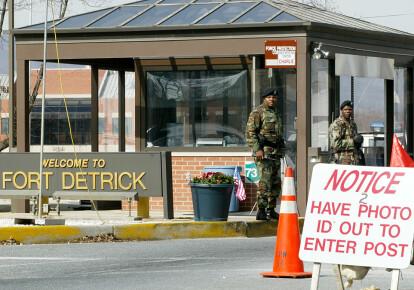 КПП на въезде в Медицинский научно-исследовательский институт инфекционных заболеваний армии США Форт Детрик