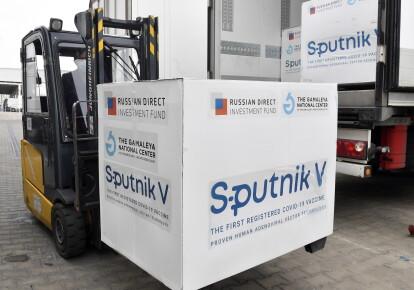 "Погрузка вакцины ""Спутник V"" в аэропорту Будапешта"