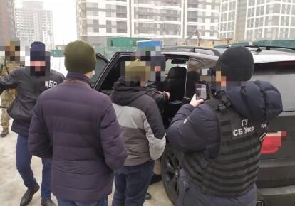 Подозреваемые — сотрудник одного из центральных подразделений СБУ и еще три человека