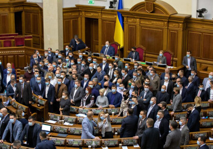 Верховній Раді рекомендують скоротити кількість народних депутатів