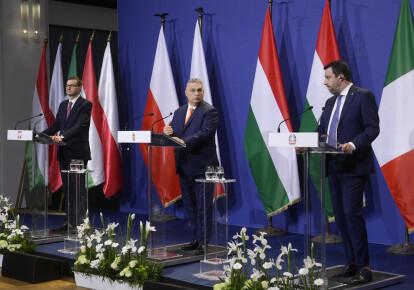 Премьер-министр Польши Матеуш Моравецкий, премьер-министр Венгрии Виктор Орбан и лидер итальянской «Лиги» Маттео Сальвини на саммите в Будапеште 1 апреля 2021 г.