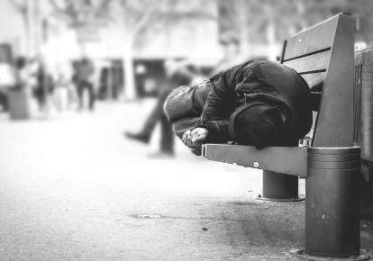 """Экстремальная бедность не существует сама по себе, всегда есть множество людей, которые """"тратят чуть больше нищих"""", но тоже страдают от нехватки средств"""