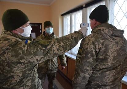 Перевірка температури у військових