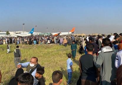 Деякі з місцевих мешканців, які працювали перекладачами, не були евакуйовані