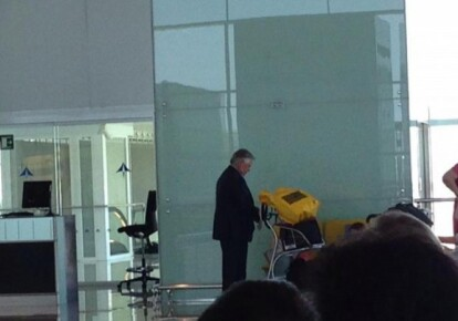 Петр Симоненко в аэропорту Барселоны / fakty.ictv.ua