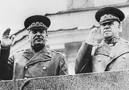Иосиф Сталин и маршал Жуков 9 мая 1945 г.