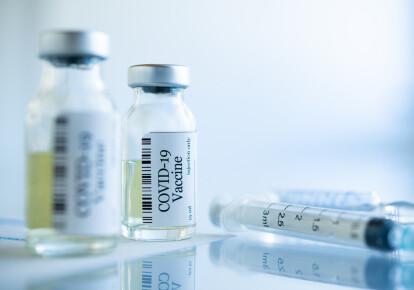 Вакцинація в Україні так і не почалась