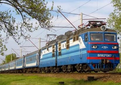 Из-за погодных условий и технических перебоев задерживается ряд поездов