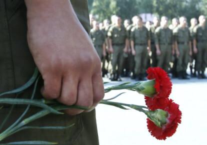 При выполнении боевой задачи один военнослужащий получил смертельное ранение. Фото: УНИАН