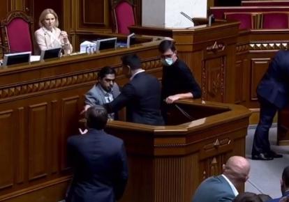 Гео Лерос и Николай Тищенко у трибуны Верховной Рады