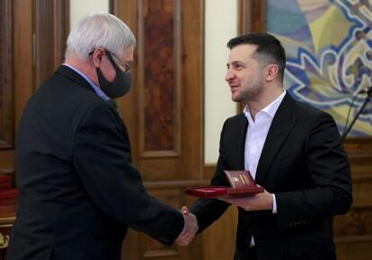 Владимир Зеленский вручает награды выдающимся украинским полярникам