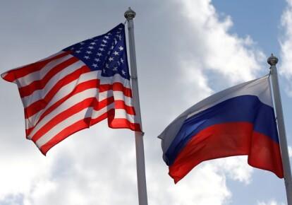 Прапори США і Росії
