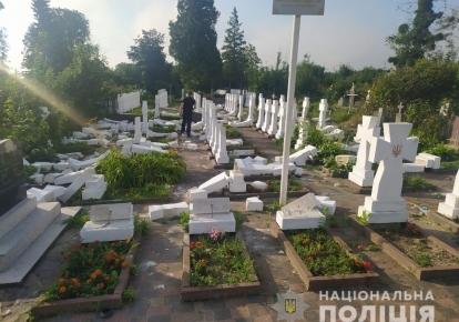 20-річний житель Стрия пошкодив 59 намогильних хрестів та пам'ятників