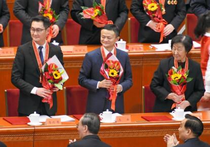 Джек Ма во время церемонии награждения в честь 40-летия политики реформ и открытости в Китае