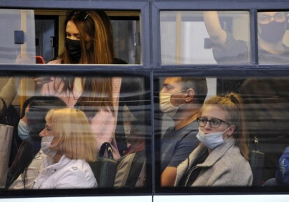 За перебування у громадських спорудах і транспорті без масок будуть штрафувати