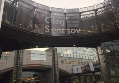 На будівлі Європарламенту повісили банер з зображенням Сенцова
