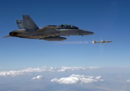 ВМС США вперше запустили керовану ракету підвищеної дальності AARGM-ER з винищувача Boeing F/A-18 Super Hornet