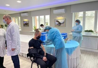 В Украине полицейским начали делать прививки против коронавируса