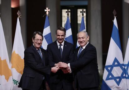 Президент Кипра Никос Анастасиадес (слева), премьер-министр Греции Кириакос Мицотакис и глава правительства Израиля Биньямин Нетаньяху в Афинах на подписании соглашения о строительстве газопровода EastMed