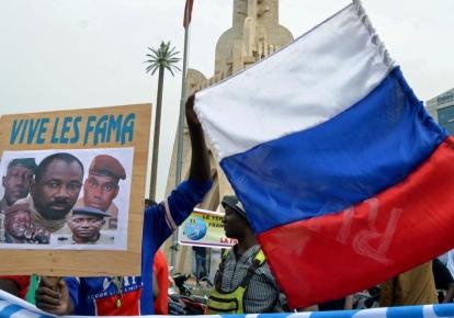 Демонстрация в поддержку вооруженных сил Мали в столице страны Бамако