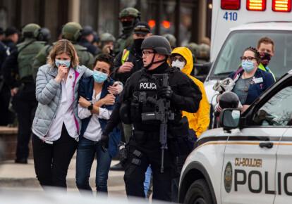 Фото людей бегущих от стрельбы в США