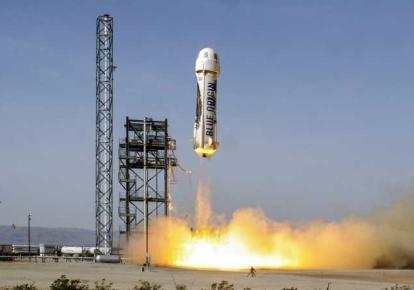 Взлет ракеты первой пассажирской миссии Blue Origin NS-16