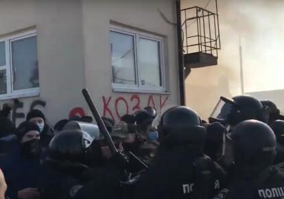 Столкновения протестующих и полиции во Львове