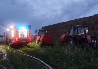 Тушить огонь спасателям помогали фермеры