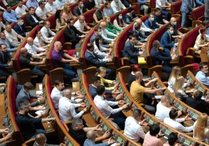 Верховная Рада 1 июля на внеочередном заседании приняла в первом чтении законопроект №5599, известный как «законопроект об олигархах»