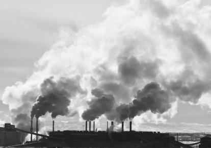 Київ тимчасово потрапив у десятку міст з найбруднішим повітрям