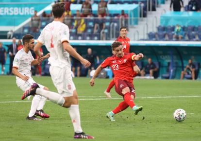 Швейцарцы забивают гол