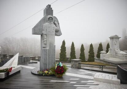 Памятник Леониду Каденюку