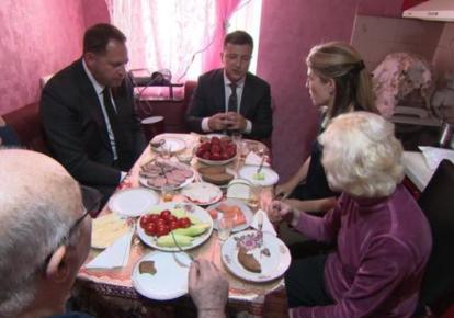 Володимир Зеленський, його батьки і журналісти CBS