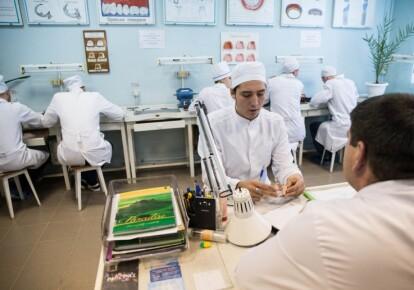 Кабмин постановил выделить Минздраву более 100 млн гривен на стажировку врачей-интернов / УНИАН
