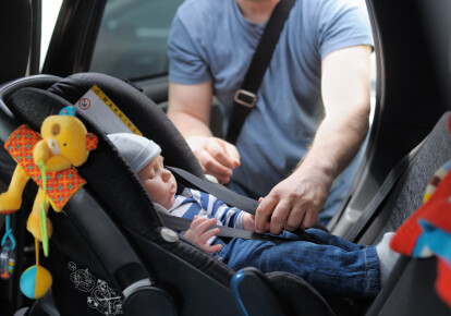 За нарушение правил перевозки детей будут штрафовать в размере тридцати необлагаемых минимумов. Фото: Shutterstock