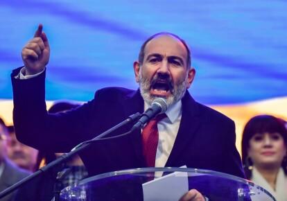 Прем'єр-міністр Вірменії Нікол Пашинян виступає з промовою на мітингу своїх прихильників 1 березня 2021 р.
